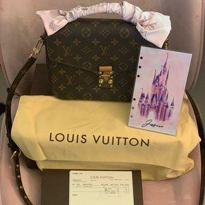 Louis Vuitton Pochette Métis w/ Bandeau